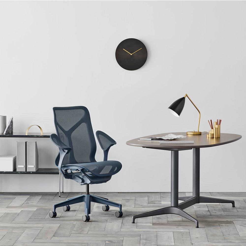 chaise de bureau cosm herman miller bleu nightfall