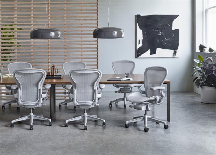 Salle de conference amenagée herman miller et sieges de bureau ergonomiques Aeron SV Concept Geneve Suisse